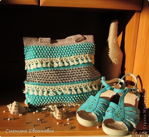 Вот такая летняя сумка связалась для конкурса. Спасибо Ирине Голубке. Благодаря ей в комплект к новым босоножкам добавилась эта нарядная сумочка. Размеры 30см*28см.  фото 13