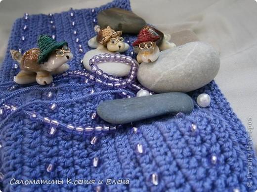 Наша сумочка готова! Это фото учавствует в конкурсе фотографий. Сочетание ниток и бисера напомнило море, вот мы и назвали свою сумочку, так необычно. фото 2