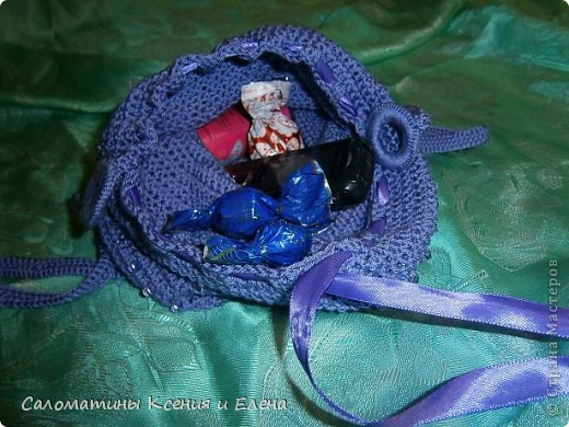 Наша сумочка готова! Это фото учавствует в конкурсе фотографий. Сочетание ниток и бисера напомнило море, вот мы и назвали свою сумочку, так необычно. фото 5
