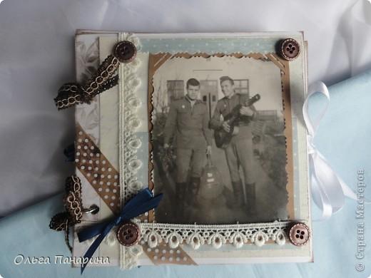 Этот альбом я сделала из старых армейских фотографий моего папы.Служил он в 1962 году.Фотографии обрели новый вид и как-будто ожили.  Папа изображен справа. фото 1