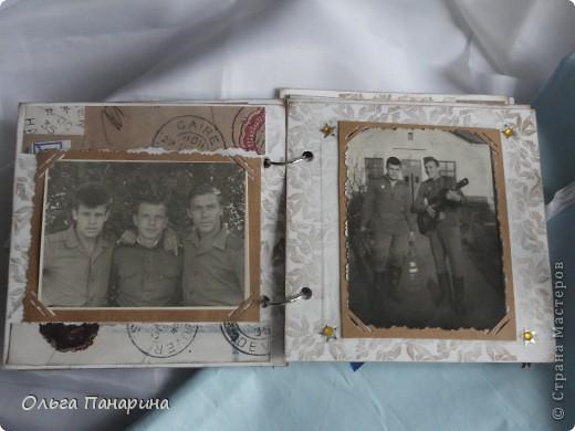 Этот альбом я сделала из старых армейских фотографий моего папы.Служил он в 1962 году.Фотографии обрели новый вид и как-будто ожили.  Папа изображен справа. фото 5
