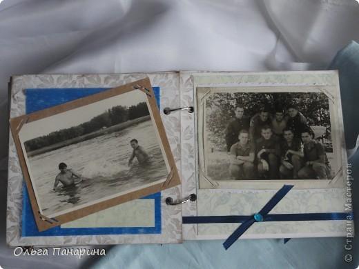 Этот альбом я сделала из старых армейских фотографий моего папы.Служил он в 1962 году.Фотографии обрели новый вид и как-будто ожили.  Папа изображен справа. фото 7