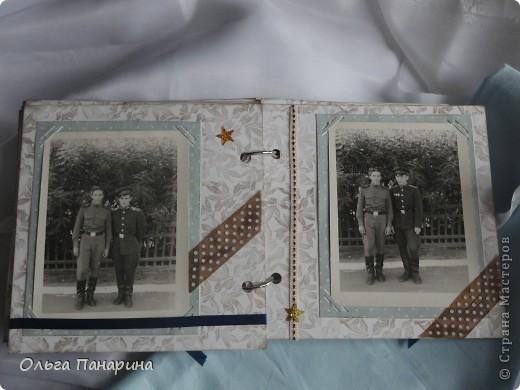 Этот альбом я сделала из старых армейских фотографий моего папы.Служил он в 1962 году.Фотографии обрели новый вид и как-будто ожили.  Папа изображен справа. фото 8