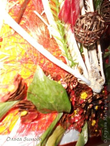 Идея использовать в своей работе цветы из шишек пришло ко мне после знакомства с Еленой ( Цикадка) Её прекрасные композиции с использованием шишек никого не могут оставить равнодушными. От работы с этим природным материалом я тоже получила массу удовольствий и огромный полёт фантазии. Думаю это не последняя моя работа с цветами из шишек. фото 6