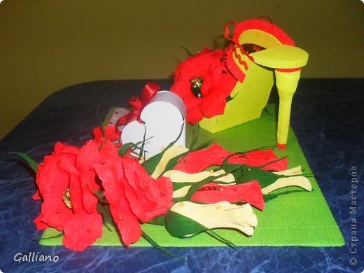 Здравствуйте уважаемые жители СМ!!! Сделала еще одну туфельку в подарок для девушки. Мне сказали, что девушка очень яркая и активная и я решила использовать яркие цвета в оформлении. А как Вам мое решение? Дальше фото со всех сторон. Может я переборщила с чем нибудь?  фото 3