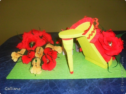 Здравствуйте уважаемые жители СМ!!! Сделала еще одну туфельку в подарок для девушки. Мне сказали, что девушка очень яркая и активная и я решила использовать яркие цвета в оформлении. А как Вам мое решение? Дальше фото со всех сторон. Может я переборщила с чем нибудь?  фото 4