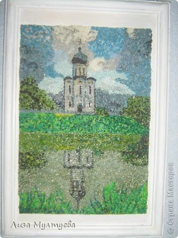 Церковь Покрова на Нерли. Выполнена из крашеного зерна.