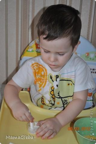 Всё, представленное ниже, делалось с сыном, которому было 2 года и 2 месяца. Букетик замечательный. Идея не моя, взята здесь, в Стране Мастеров. фото 4