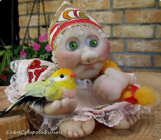 Золотая хохлома: Домовёнка с птицей фото 1
