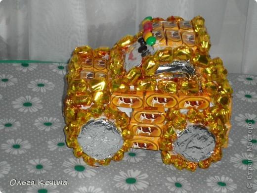 Машинка из конфет фото 1