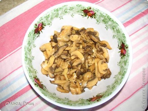 Вкусненький слоеный салатик к праздничному столу. Так назвали, благодаря украшению в виде флажков. фото 3