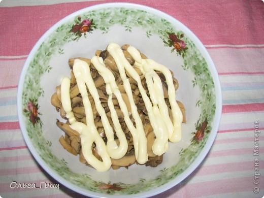 Вкусненький слоеный салатик к праздничному столу. Так назвали, благодаря украшению в виде флажков. фото 4
