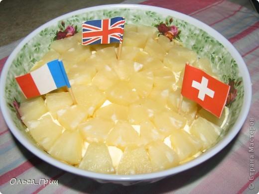 Вкусненький слоеный салатик к праздничному столу. Так назвали, благодаря украшению в виде флажков. фото 11