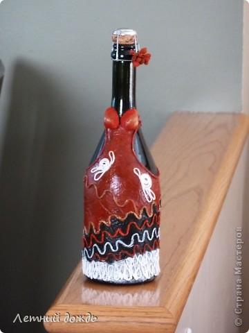 Вот такую бутылочку  подарила знакомой на юбилей,как дополнение к основному подарку. Техника пейп-арт от автора http://stranamasterov.ru/node/308701 . Спасибо ей большое!Вид спереди. Бюст сделан из двух ракушек. фото 1