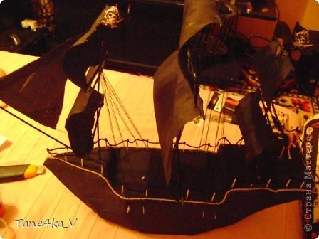 """Здравствуйте!  Представляю вам, пиратский корабль """"Черная жемчужина""""! сделан мной в подарок моему родному брату на  33-летие!!!  Ниже я делюсь с вами МК :)  Начнем! как я делала корабль.... фото 45"""