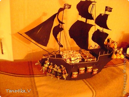 """Здравствуйте!  Представляю вам, пиратский корабль """"Черная жемчужина""""! сделан мной в подарок моему родному брату на  33-летие!!!  Ниже я делюсь с вами МК :)  Начнем! как я делала корабль.... фото 46"""