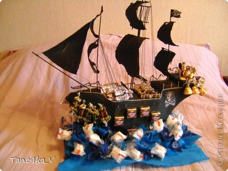 """Здравствуйте!  Представляю вам, пиратский корабль """"Черная жемчужина""""! сделан мной в подарок моему родному брату на  33-летие!!!  Ниже я делюсь с вами МК :)  Начнем! как я делала корабль.... фото 59"""