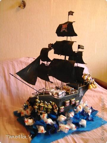 """Здравствуйте!  Представляю вам, пиратский корабль """"Черная жемчужина""""! сделан мной в подарок моему родному брату на  33-летие!!!  Ниже я делюсь с вами МК :)  Начнем! как я делала корабль.... фото 1"""