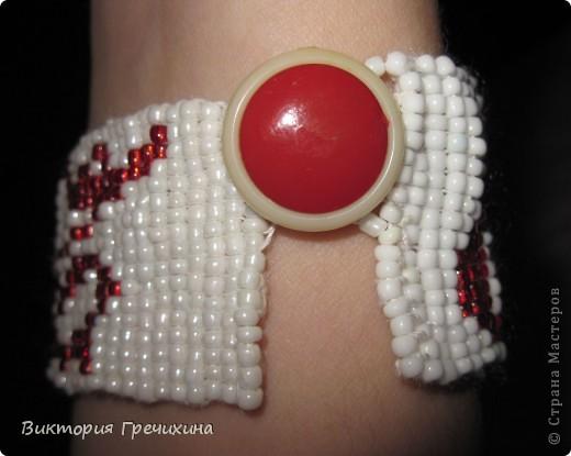 """Этот браслет я сплела своей лучшей подруге. Плелся техникой """"ткачество"""". Схема http://vk.com/photo-11840000_140614709 фото 3"""