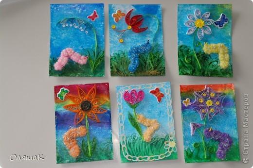 Здравствуйте! Спешим представить вам наши летние фантазии, фон - энкаустика, цветы квиллинговые, гусенички из резиночки для волос... фото 1