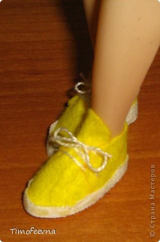 Привет всем, кто зашёл в гости!! На днях, дочкины Барби (и даже один из наших трёх Кенов), прикупили себе обувочку- спортивные кроссовки. Пришла весна,начался сезон утренних и вечерних пробежек, без соответствующей обуви ну просто никак не обойтись. фото 21