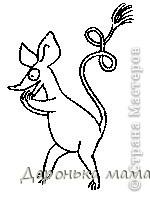 Снифф — друг Муми-тролля. Длиннохвостый зверёк, наподобие крысёнка. Является сыном зверька Шнырька (в оригинале - Родда) и зверюшки Сос. Капризен, труслив. Немного жадный, склонен к занудству. Как сорока, любит всё яркое и блестящее. Нашёл свой грот (хоть и не совсем самостоятельно), о чём неустанно повторяет всем окружающим. Любит существ ещё меньше себя. Любимая фраза: «Это приключение может быть опасно для такого маленького зверька как я». Очень дорожит своим хвостом. фото 6