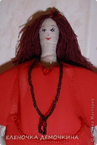 У моей подруги-секретарши был день варенья и я ей сделала такую куколку... говорят тезки очень похожи=) фото 2
