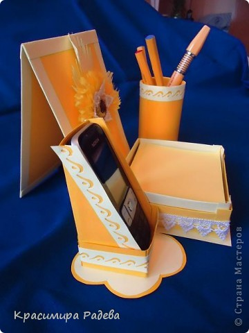 Здравейте на всички !!! Представям ви моята многофункционална вещ - 3 в 1- поставка за листчета,поставка за телефон и моливник. фото 7