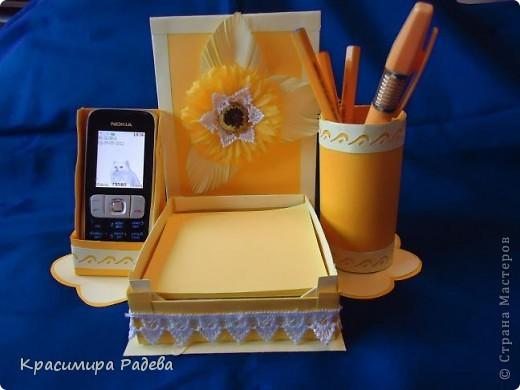 Здравейте на всички !!! Представям ви моята многофункционална вещ - 3 в 1- поставка за листчета,поставка за телефон и моливник. фото 2