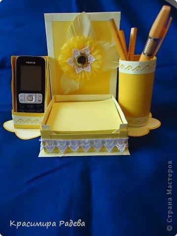 Здравейте на всички !!! Представям ви моята многофункционална вещ - 3 в 1- поставка за листчета,поставка за телефон и моливник. фото 1