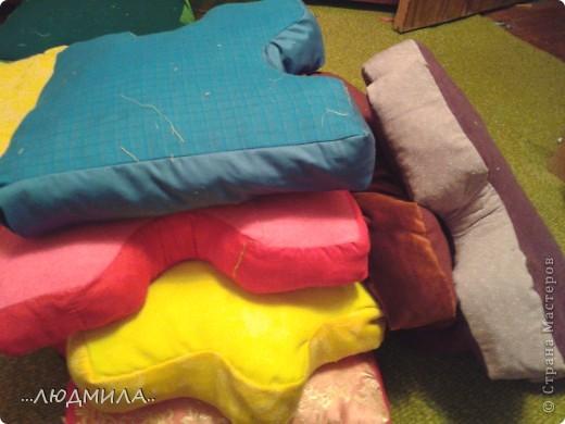Идею увидела вот здесь    http://stranamasterov.ru/node/341842?c=favorite  сделала немножко не так , у меня подушки получились побольше - 40*40 см каждая фото 2