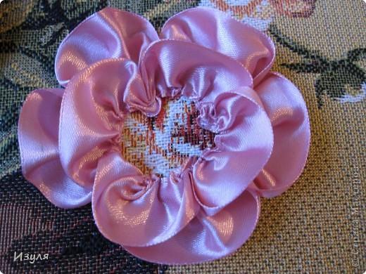 Листву вышивала, а цветы - аппликация. Предлагаю всем попробовать смастерить этот цветок своими руками. Это совсем не сложно! фото 6