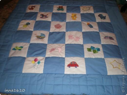 Это детское одеяло,сделано вместе с сестрой(ее вышивка на чудесной машине),размер 120*120. фото 1