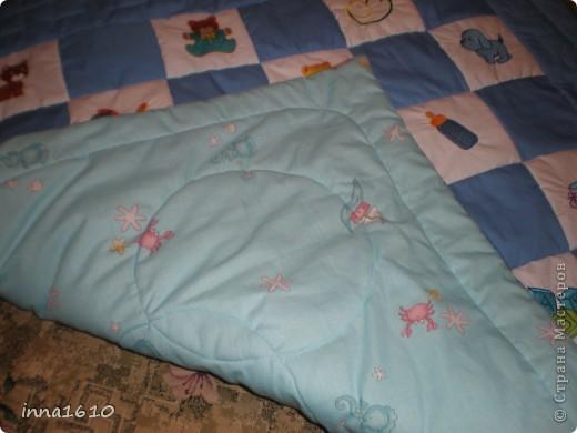 Это детское одеяло,сделано вместе с сестрой(ее вышивка на чудесной машине),размер 120*120. фото 3