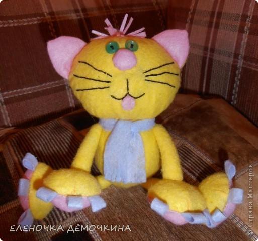 И снова салфтки.. вискозные.. пыль вытирать... =) Котя этот одному пессимисту в подарок для поднятия настроения=) фото 1