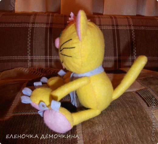 И снова салфтки.. вискозные.. пыль вытирать... =) Котя этот одному пессимисту в подарок для поднятия настроения=) фото 2