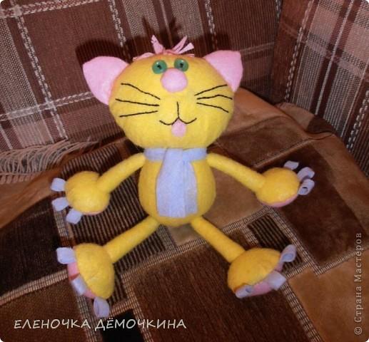 И снова салфтки.. вискозные.. пыль вытирать... =) Котя этот одному пессимисту в подарок для поднятия настроения=) фото 3