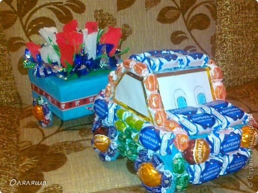 моя первая машинка из конфет, подарила сегодня мальчику на день рождения. фото 3
