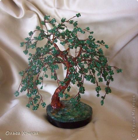 Вот и я сделала деревце из бисера. Это мой долгострой, несколько лет назад сплела ветки и все они валялись без дела, но наконец пришла и их пора.  фото 1