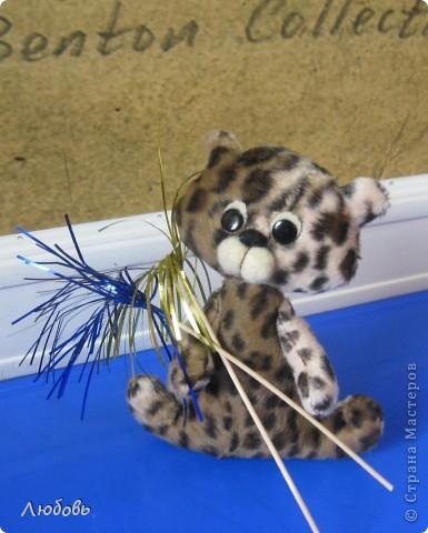 Настин котёнок. Очень серьёзная работа для первоклассницы. Она первый раз попробовала сшить объёмную игрушку. Деталей много, размер не маленький...но справилась на отлично. Молодец.   фото 2