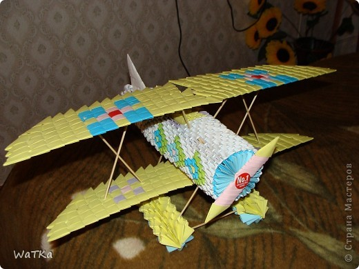Решил попробовать модульное оригами. Для укрепления крыльев сквозь них пропустил бамбуковые шпажки фото 1