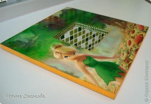 Наборчик для девочки (зеркало и расческа) задекорирован в технике декупаж. В работе использовалась одна салфетка, акриловая краска (подрисовка), контуры, акриловый глянцевый лак. фото 3