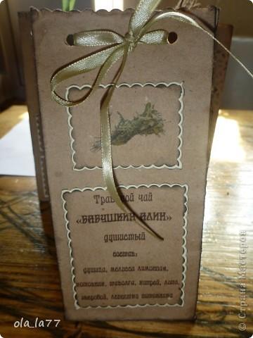 Скоро поеду в Болгарию, там у нас есть хорошие друзья, которым хочется привезти какие-то маленькие презентики.... Решили, что это будут травяной чай (наши родители собирают замечательные травяные чаи) и русский шоколад.... Ну, и, естественно все это не просто так.... Нужна упаковка.... вот и пробую потихоньку.... Все смотрела я, смотрела на шоколадницы.... но как-то случая все не было подходящего, чтобы сделать.... А на чайные пакетики меня вдохновила работа Наталюшки: http://stranamasterov.ru/node/352400... так мне нравятся в таком стиле всякие штуки!!!! фото 7