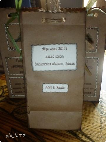 Скоро поеду в Болгарию, там у нас есть хорошие друзья, которым хочется привезти какие-то маленькие презентики.... Решили, что это будут травяной чай (наши родители собирают замечательные травяные чаи) и русский шоколад.... Ну, и, естественно все это не просто так.... Нужна упаковка.... вот и пробую потихоньку.... Все смотрела я, смотрела на шоколадницы.... но как-то случая все не было подходящего, чтобы сделать.... А на чайные пакетики меня вдохновила работа Наталюшки: http://stranamasterov.ru/node/352400... так мне нравятся в таком стиле всякие штуки!!!! фото 11