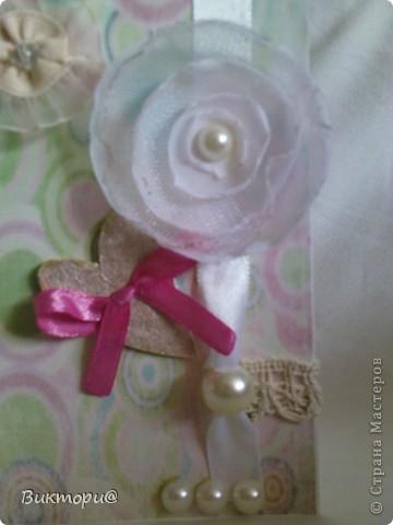 Вот она, красавица - первая моя открыточка. Сделала ее по скетчу #4   http://www.zrobysama.com.ua/?p=26292. Использовала картон, бумагу, распечатанную на принтере, кружево, ленточки, бусину, полубусины и сердечко из картона, окрашенное сначала корректором, а потом обычным лаком для ногтей. фото 4