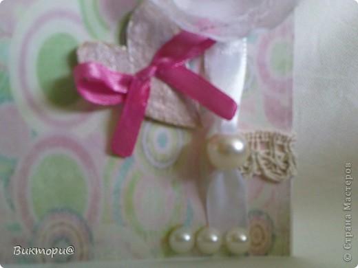 Вот она, красавица - первая моя открыточка. Сделала ее по скетчу #4   http://www.zrobysama.com.ua/?p=26292. Использовала картон, бумагу, распечатанную на принтере, кружево, ленточки, бусину, полубусины и сердечко из картона, окрашенное сначала корректором, а потом обычным лаком для ногтей. фото 5