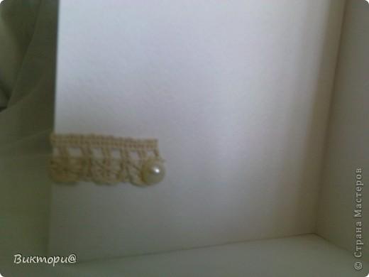 Вот она, красавица - первая моя открыточка. Сделала ее по скетчу #4   http://www.zrobysama.com.ua/?p=26292. Использовала картон, бумагу, распечатанную на принтере, кружево, ленточки, бусину, полубусины и сердечко из картона, окрашенное сначала корректором, а потом обычным лаком для ногтей. фото 6