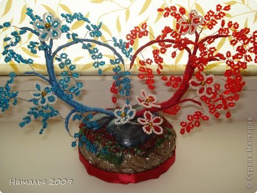 Попробовала сделать в первый раз деревце в форме сердца из бисера и вот что получилось у меня.Если кому интересно по этой ссылке есть мастер-классhttp://www.liveinternet.ru/users/3400635/post109299592 фото 2