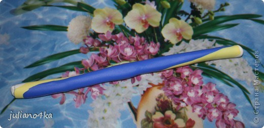 это и МК назвать сложно,так,может и сгодиться кому... я использовала 3 вида пластики ФИМО(софт и классик),баночкой раскатывала пластику(признаю,что это неудобно)зубочистка для дырочек,нож(у меня канцелярский),  колпачек для вырезания, коврик. фото 5