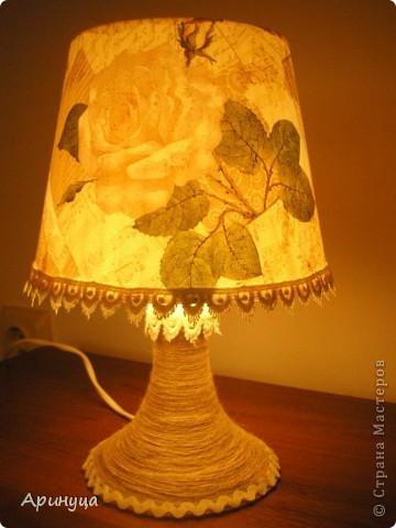 А вот и он,мой новый светильничек,стоит на прикроватном столике.Очень уютно становится в комнате,когда вечером включишь его)))) фото 5